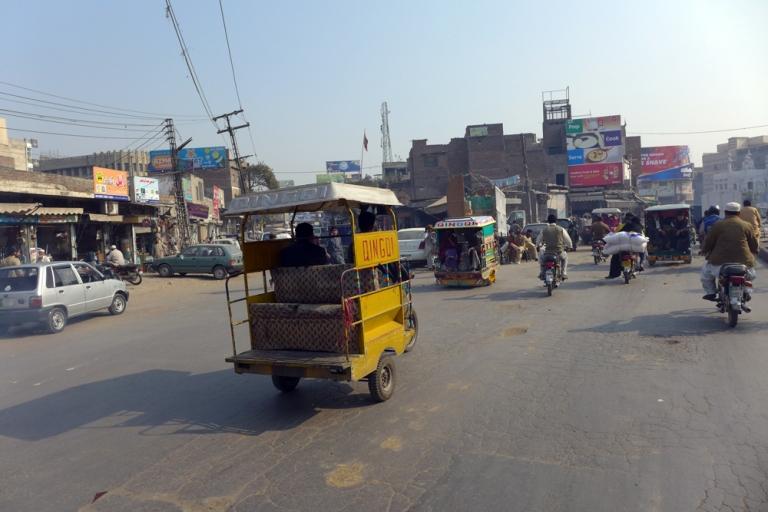 Lahore_Street_02