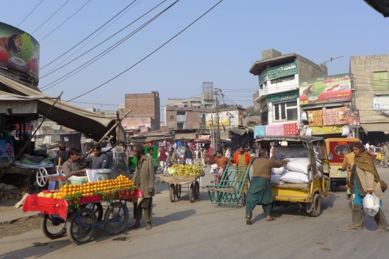 Lahore_Street_03