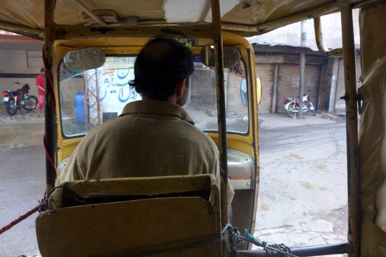 Lahore_Street_07_tuktuk