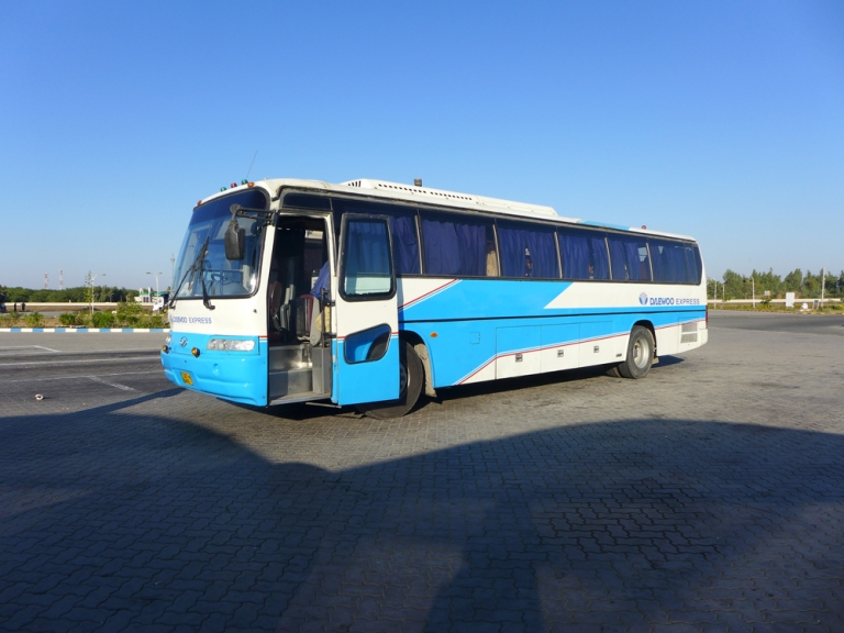 Street_daewoo_bus